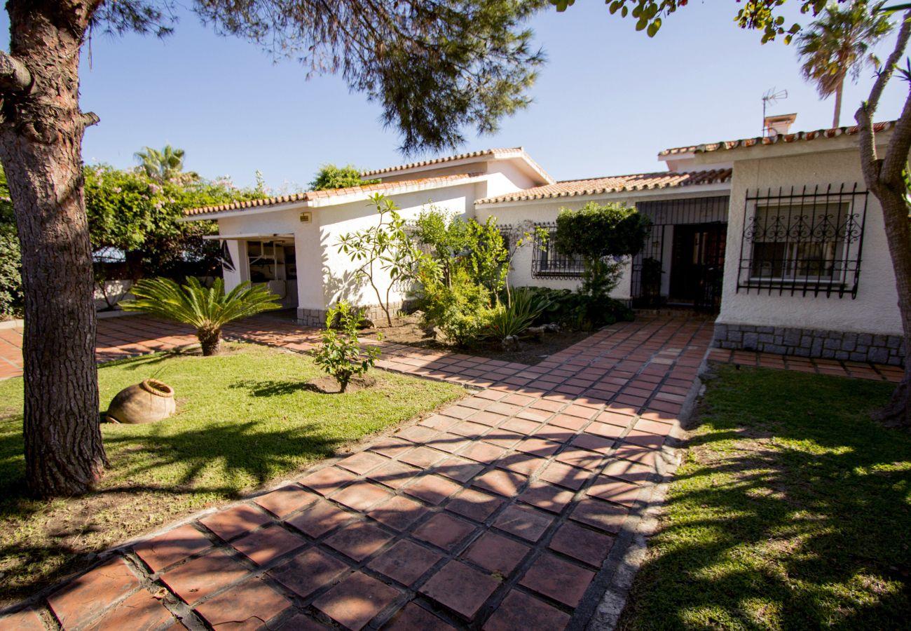 Villa in Rincón de la Victoria - VILLA ALBORAN Beachfront 9PAX