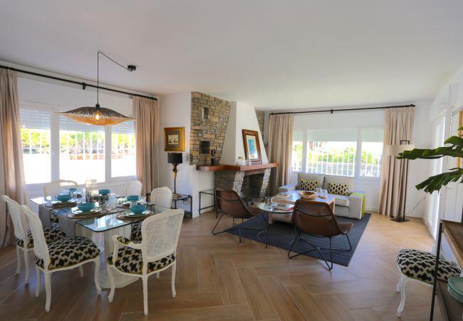 Villa/Dettached house in Rincón de la Victoria - VILLA LUNA Beach Premium 9PAX